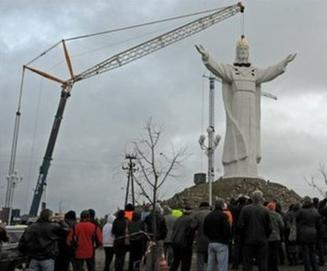 erection of statue of Christ the King, Swiebodzin, Poland, 2010